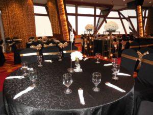 Catering_Corporate_Wedding_Indoor_Gold_Black_SetUp_SitDown_7001