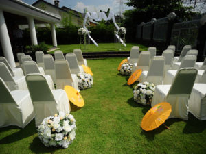 Catering_Wedding_Garden_Gold_White_SetUp_Theatre