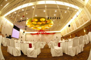Catering_Wedding_Indoor_PureWhite_RedRuby_SetUp_Rental_Furniture